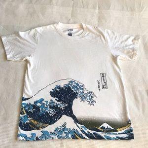 Uniqlo Hokusai Blue T-shirt Size Medium